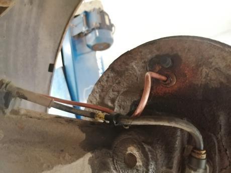 соединение трубки и цилиндра пежо 206